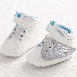Söta trainers med vingar på för bebisen